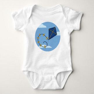 Bebé azul lindo de la cometa camiseta