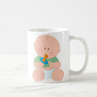 Bebé con el pacificador taza básica blanca