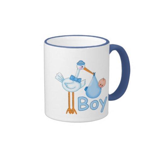 Bebé con la cigüeña taza de café