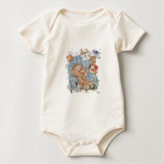 Bebé con los juguetes traje de bebé