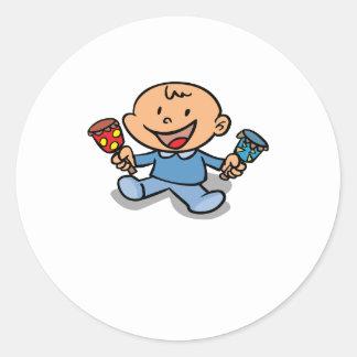 Bebé con traqueteos pegatina redonda