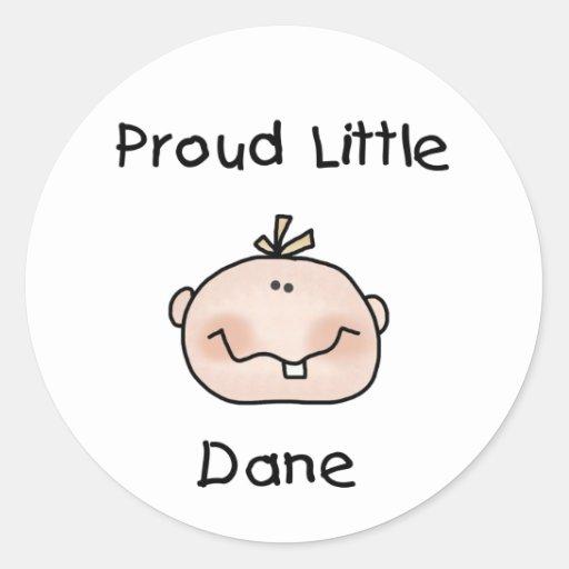Bebé danés orgulloso del muchacho etiqueta redonda