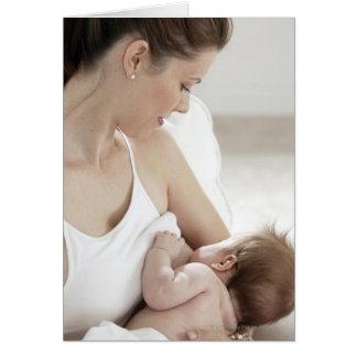 Bebé de amamantamiento 2 de la madre tarjeta de felicitación