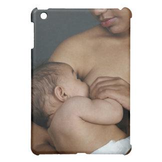 Bebé de amamantamiento de la madre (6-11 meses)