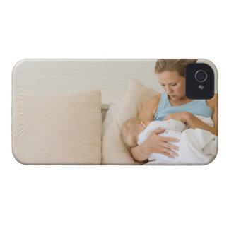 Bebé de amamantamiento de la mujer Case-Mate iPhone 4 funda