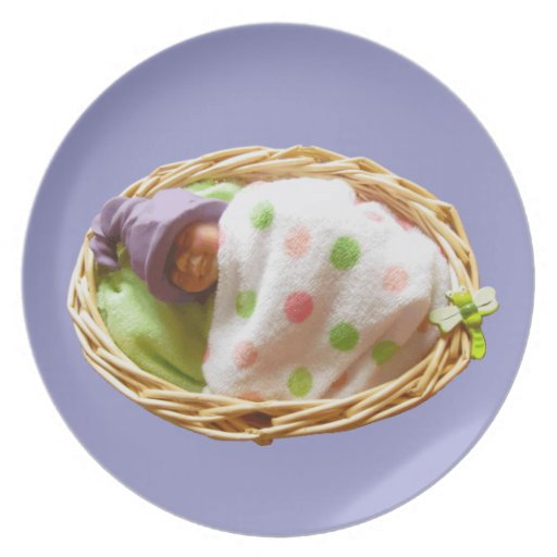 Bebé de la arcilla con el gorra del duende de la l platos de comidas