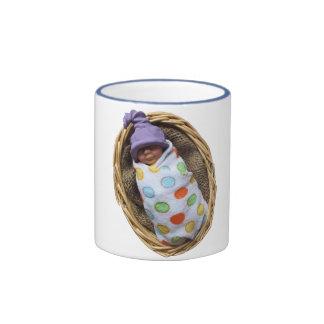 Bebé de la arcilla del polímero en cesta: Gorra de Tazas