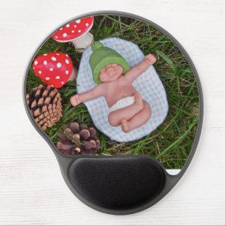 Bebé de la arcilla que miente en hierba; Toadstool Alfombrilla Con Gel