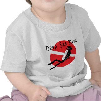 Bebé de la diva del mar profundo camisetas