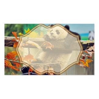 Bebé de la panda gigante sobre el árbol tarjetas de visita