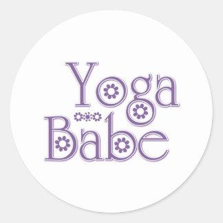 Bebé de la yoga etiquetas redondas