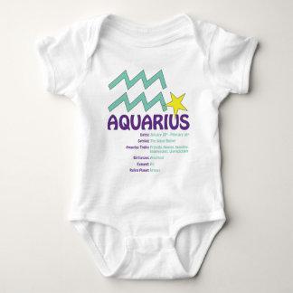 Bebé de los rasgos del acuario playera