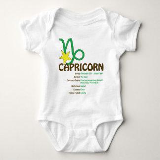 Bebé de los rasgos del Capricornio Playera