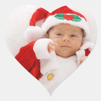 Bebé de Santa en la foto él sus pegatinas del Pegatina En Forma De Corazón
