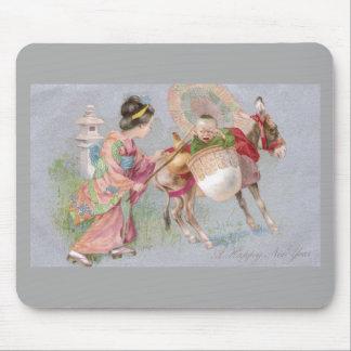 Bebé del Año Nuevo de Shogatsu del japonés en mula Tapetes De Raton