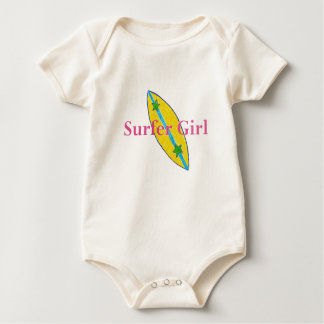 Bebé del chica de la persona que practica surf mameluco de bebé