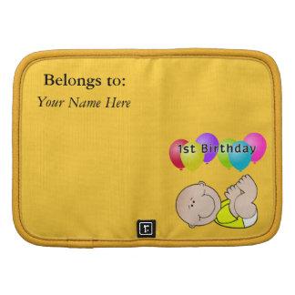 Bebé del feliz cumpleaños en amarillo planificadores