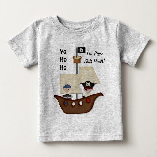 Bebé del tesoro del barco pirata playera de bebé
