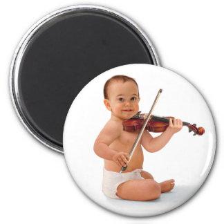 Bebé del violín imán redondo 5 cm