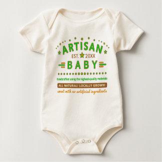 Bebé divertido del artesano lindo con el body para bebé