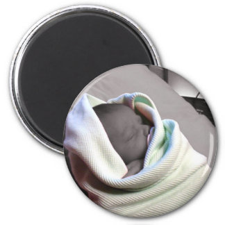Bebé durmiente imán redondo 5 cm