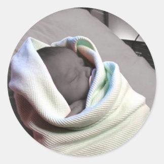 Bebé durmiente pegatina redonda