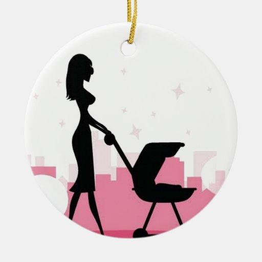 Bebé en cochecito adorno navideño redondo de cerámica