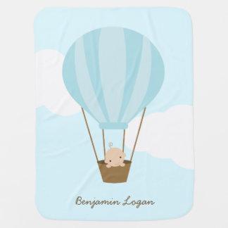 Bebé en el globo del aire caliente {azul} mantas de bebé
