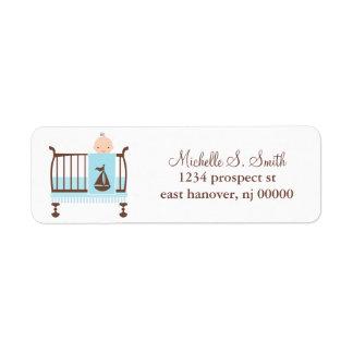 Bebé en etiquetas del remite del pesebre etiqueta de remite