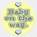 Bebé en la manera etiquetas redondas
