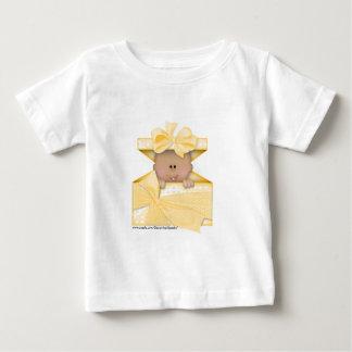 Bebé en una versión caja-amarilla 2 del regalo playera de bebé