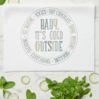 Bebé es palabras exteriores frías del invierno de toallas de cocina