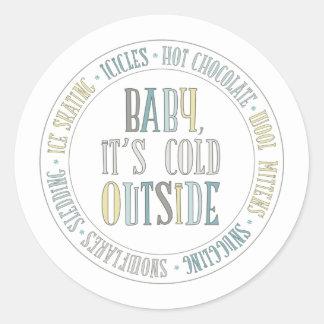 Bebé es pegatina exterior frío del invierno de la