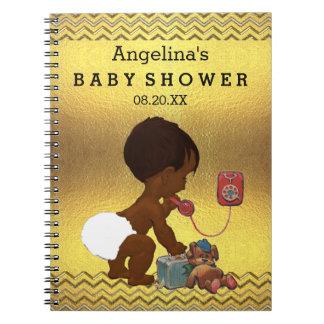 Bebé étnico en el libro de visitas de los galones notebook