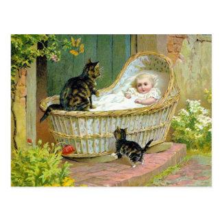Bebé, gato y gatito postal