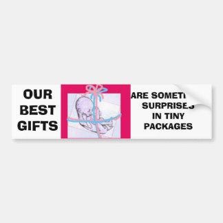 bebé giftwrapped etiqueta de parachoque