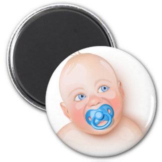 Bebé lindo con el pacificador imán redondo 5 cm
