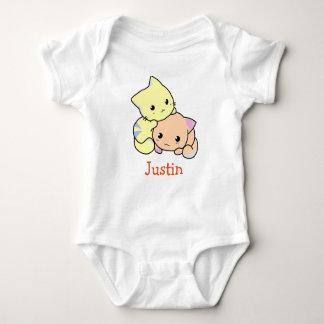 Bebé lindo de JUSTIN nombrado camisetas de los Remeras