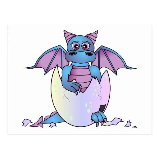 Bebé lindo del dragón en el huevo agrietado - azul tarjetas postales