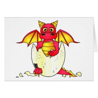 Bebé lindo del dragón en el huevo agrietado - rojo tarjetas