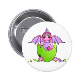 Bebé lindo del dragón en el huevo agrietado - rosa pin redondo de 2 pulgadas
