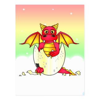 Bebé lindo del dragón en el huevo agrietado - tarjeta postal