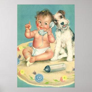 Bebé lindo del vintage que habla en perro de póster