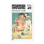 Bebé lindo del vintage que habla en perro de sellos