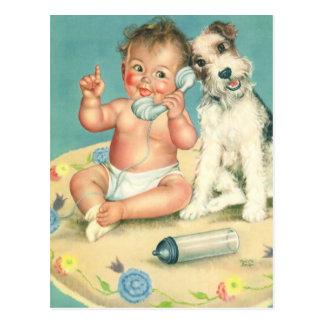 Bebé lindo del vintage que habla en perro de postal