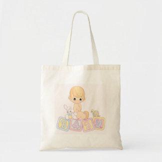Bebé lindo en bloques del juguete bolsas