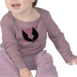 Bebé negro del ala camisetas
