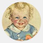 Bebé o chica escandinavo rubio lindo del vintage etiquetas redondas
