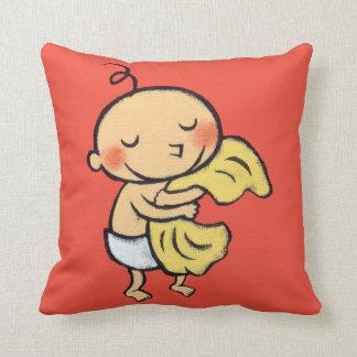 Bebé que abraza la manta amarilla suave cojín