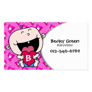 Bebé que abraza la tarjeta de visita rosada del co